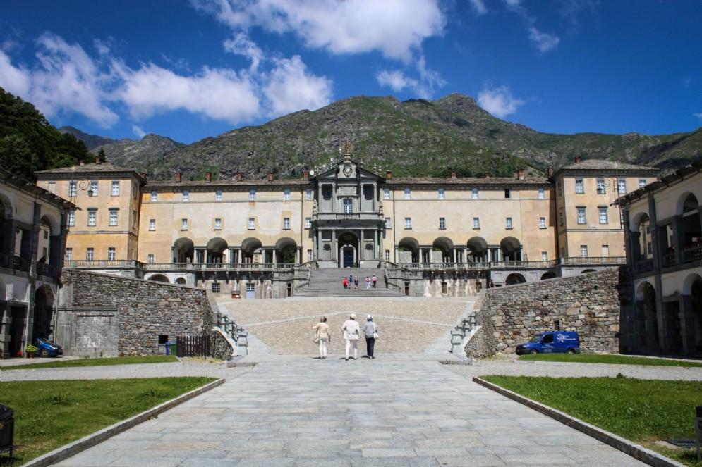 La scalinata d'accesso al Santuario
