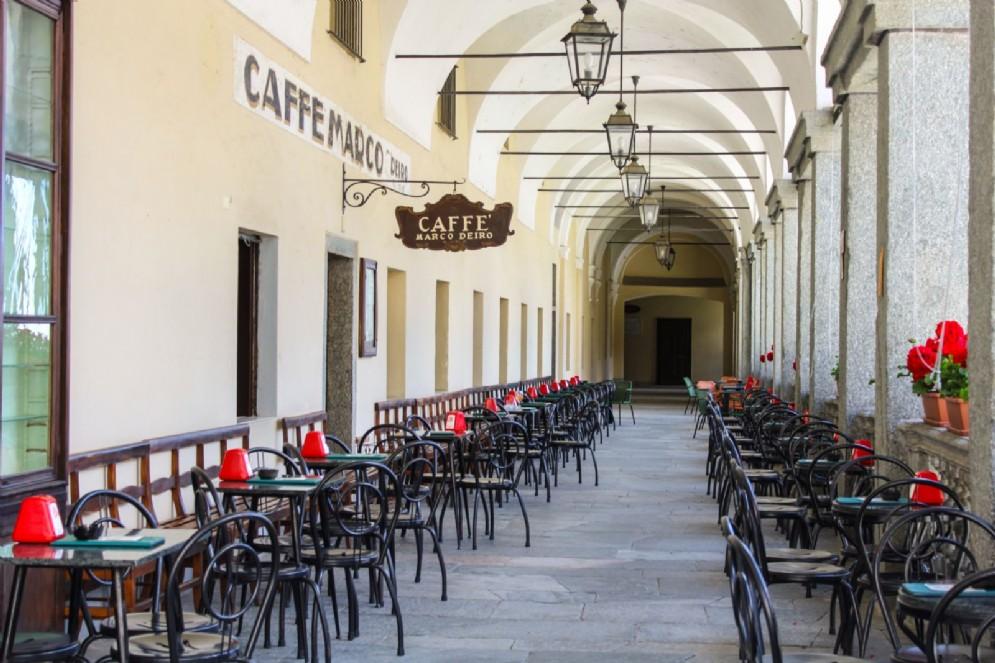 Il caffè Deiro e i portici