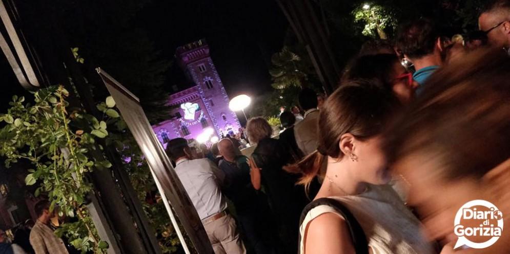 """Luci e colori alla """"Cenaspettacolo"""", il glamour dinner show con le eccellenze del gusto di Fvg Via dei Sapori"""
