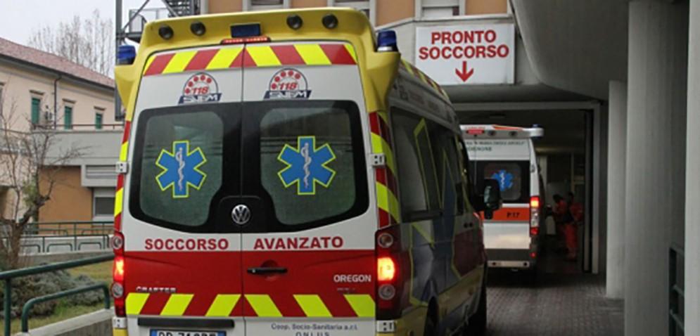 Bus della Saf finisce contro un muretto: ferito un passeggero