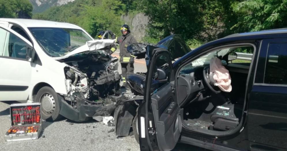 Gemona del Friuli, frontale tra due auto a Ospedaletto