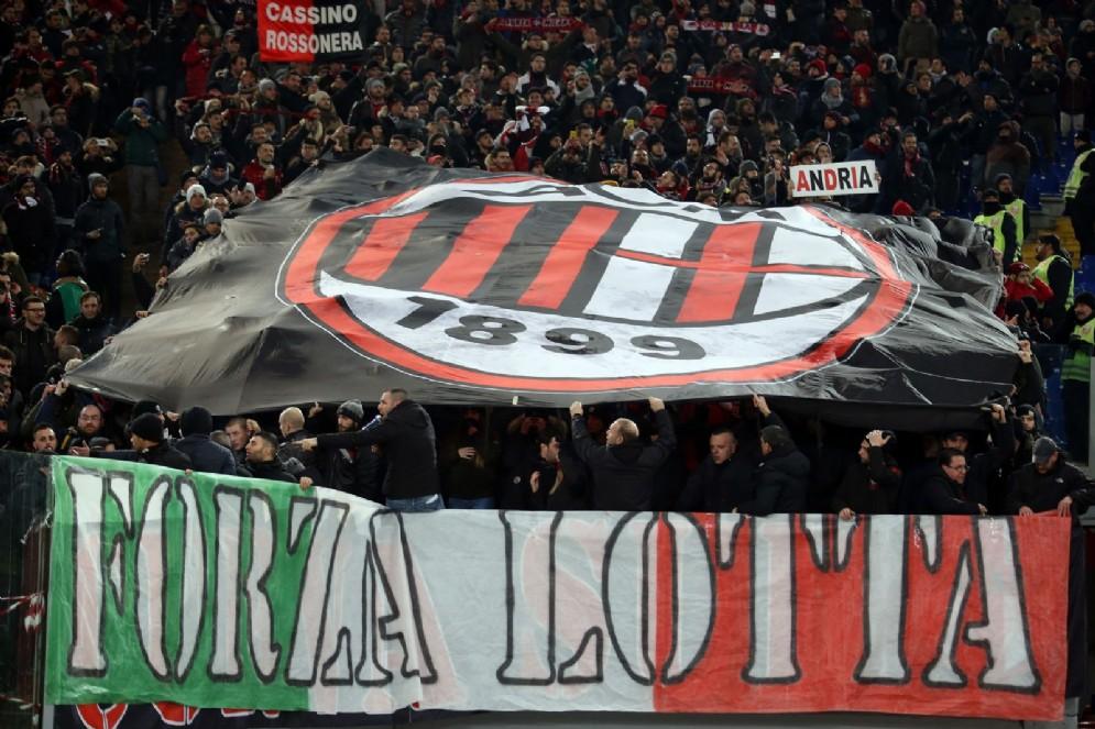 I tifosi del Milan attendono di conoscere il futuro della società rossonera