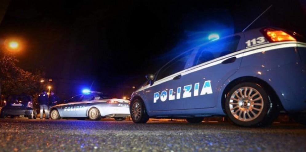 Ubriaco, dorme in auto: la polizia lo trova e lui si rifiuta di fare l'etilometro, denunciato