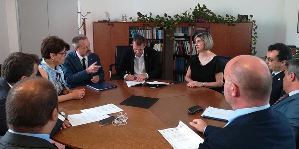 Ex caserma Monti, firmata l'intesa per destinarla a vigili del fuoco e polizia stradale
