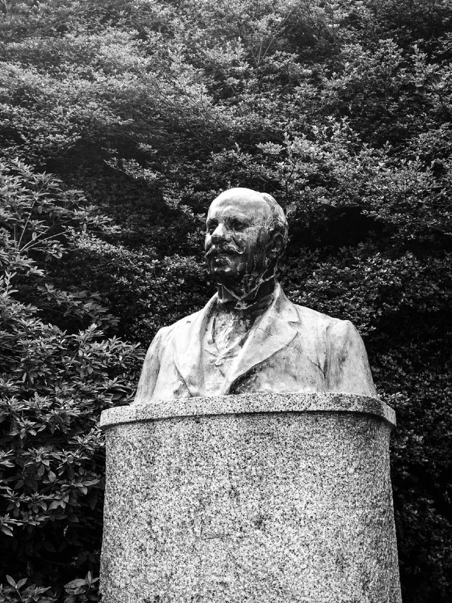 La statua a Felice Piacenza