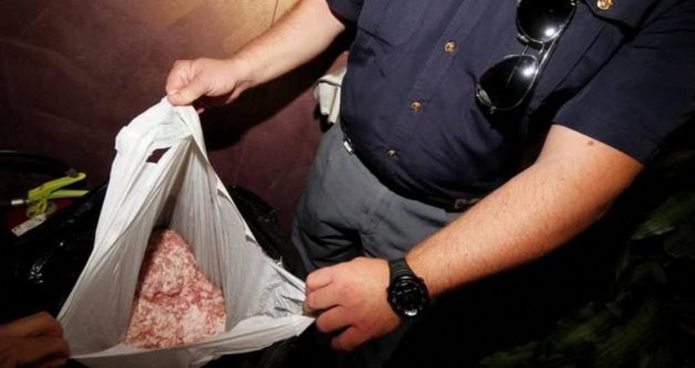 Scoperti 600 kg di carne avariata su un camion