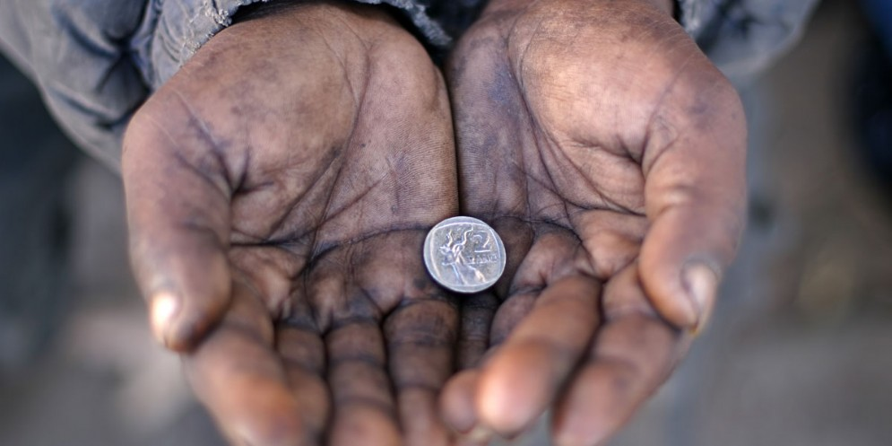 Finta mendicante deruba un'anziana: rintracciata dai carabinieri