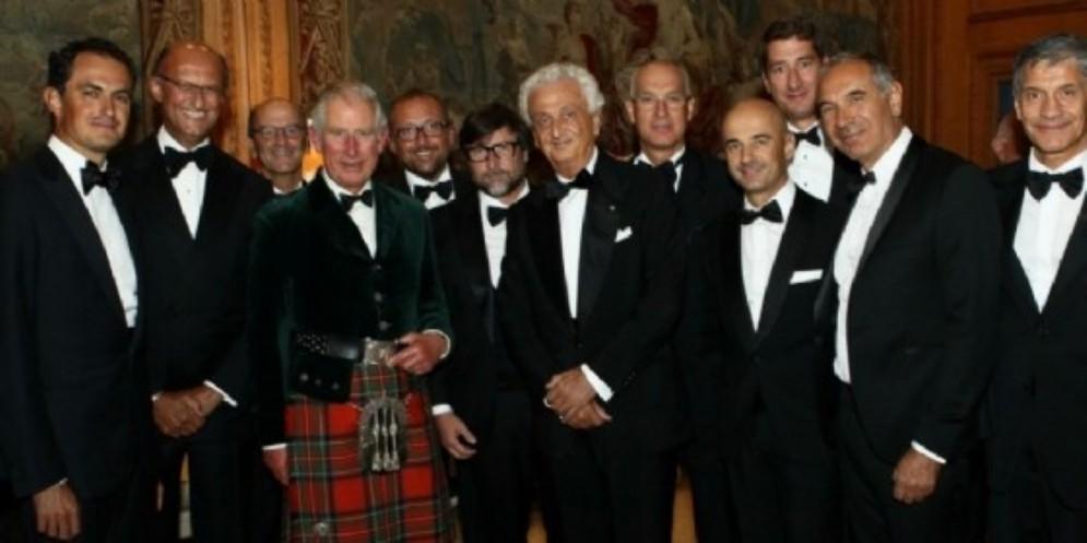 Nella foto al centro, vicino al Principe Carlo, Fabrizio Servente