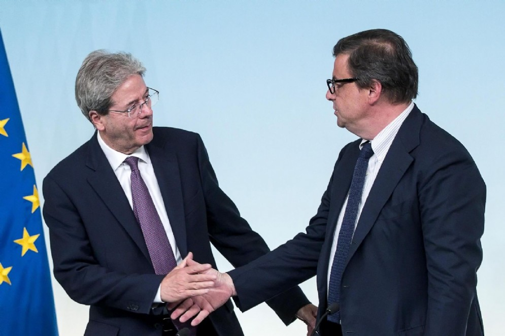 Carlo Calenda con l'ex premier Paolo Gentiloni