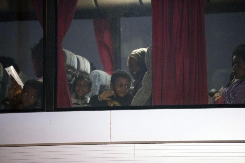 I migranti sbarcati a Pozzallo