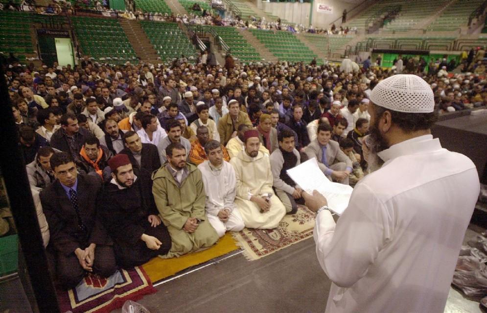 Musulmani riuniti in preghiera