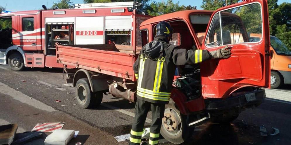 Tamponamento sulla SR13, feriti i passeggeri delle vetture