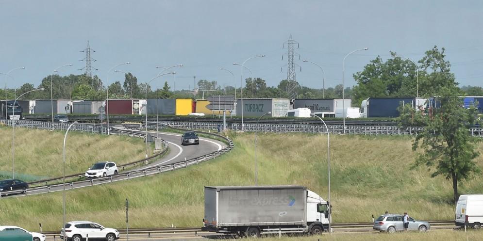 Quasi 40 mila camion tra A23 e A4: traffico congestionato