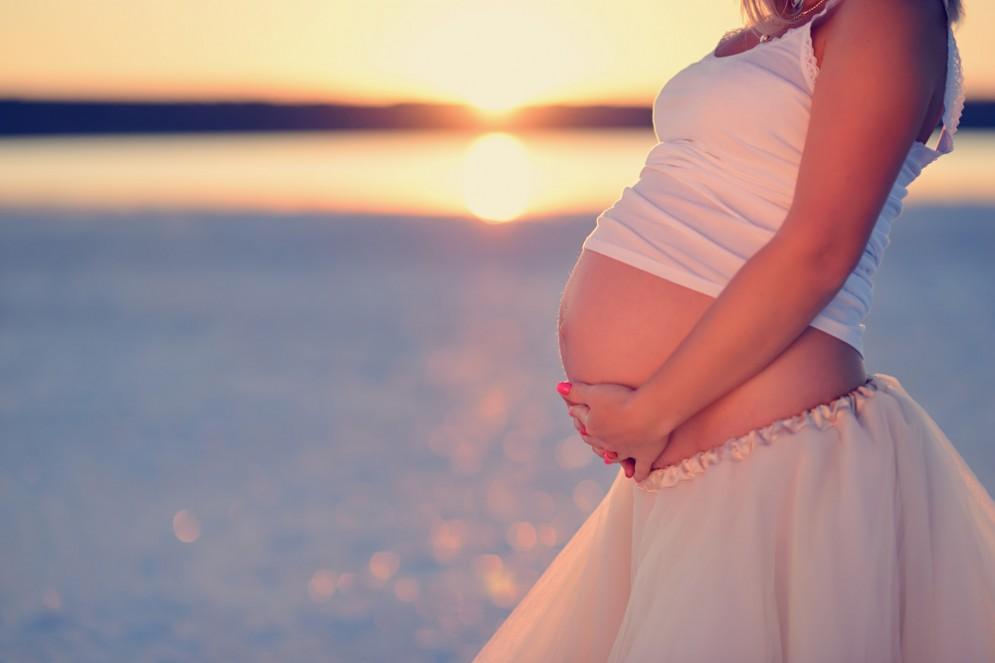 I consigli per difendersi dal caldo in gravidanza
