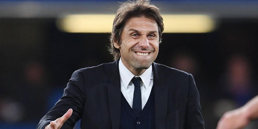 Tutta la grinta in panchina di Antonio Conte