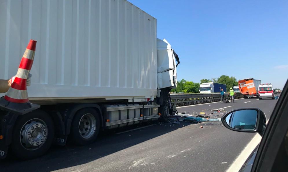 Scontro tra camion in A4: code tra Villese e Palmanova