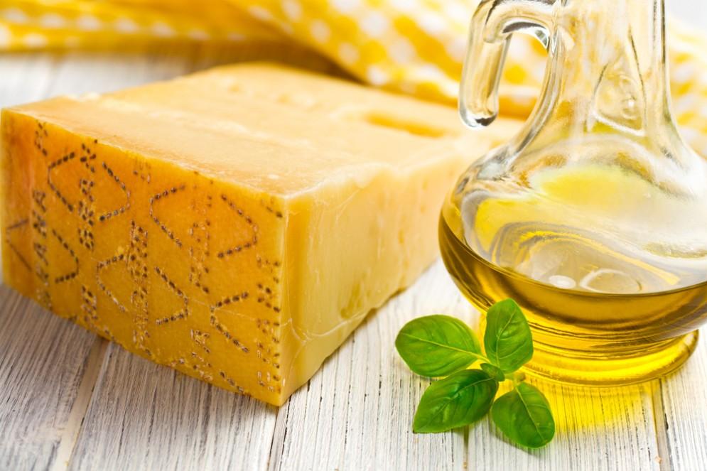 Parmigiano, prosciutto e olio extravergine: fanno male come le sigarette?