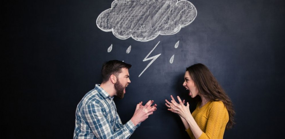 La coppia scoppia sotto l'ombrellone