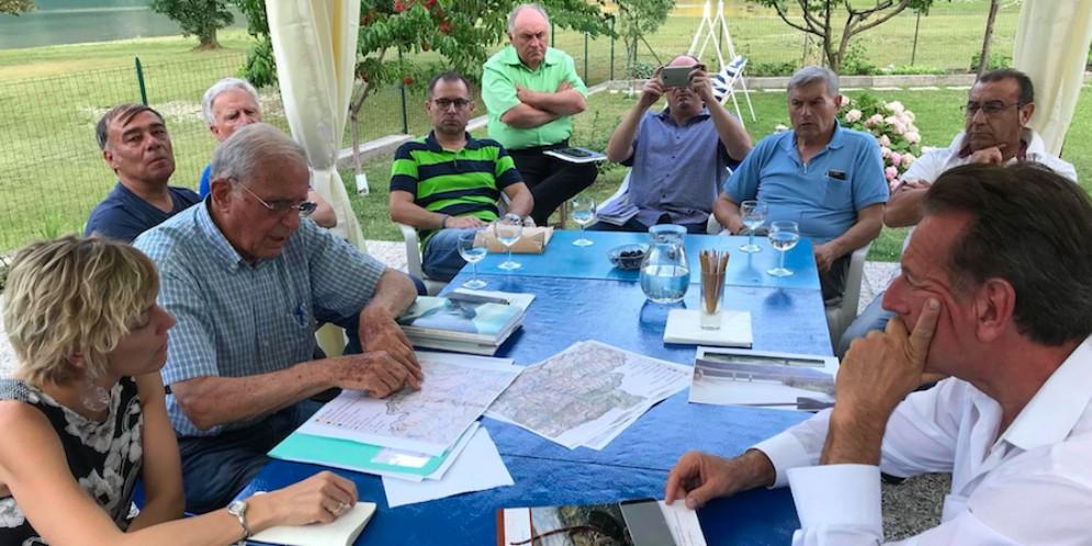 Lago di Cavazzo: concorso di idee contro il degrado ecosistemico