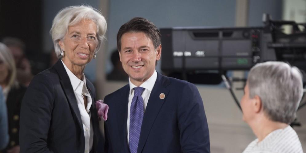 Il presidente del Consiglio Giuseppe Conte con il direttore del Fmi Christine Lagarde