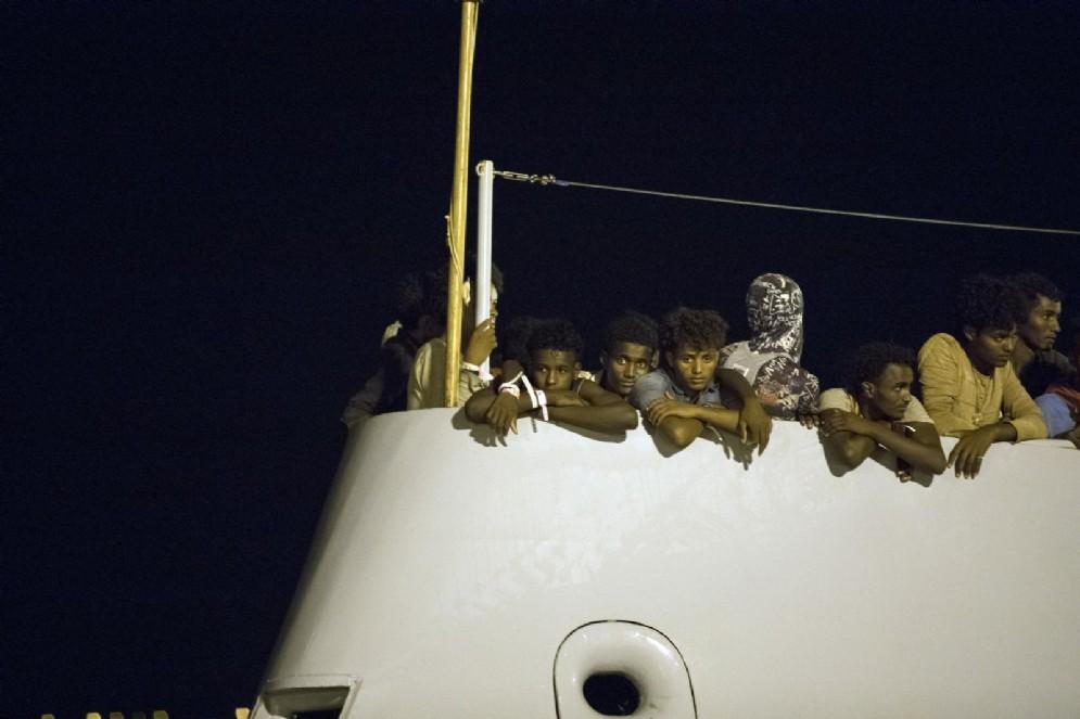Migranti attraversano il Mediterraneo