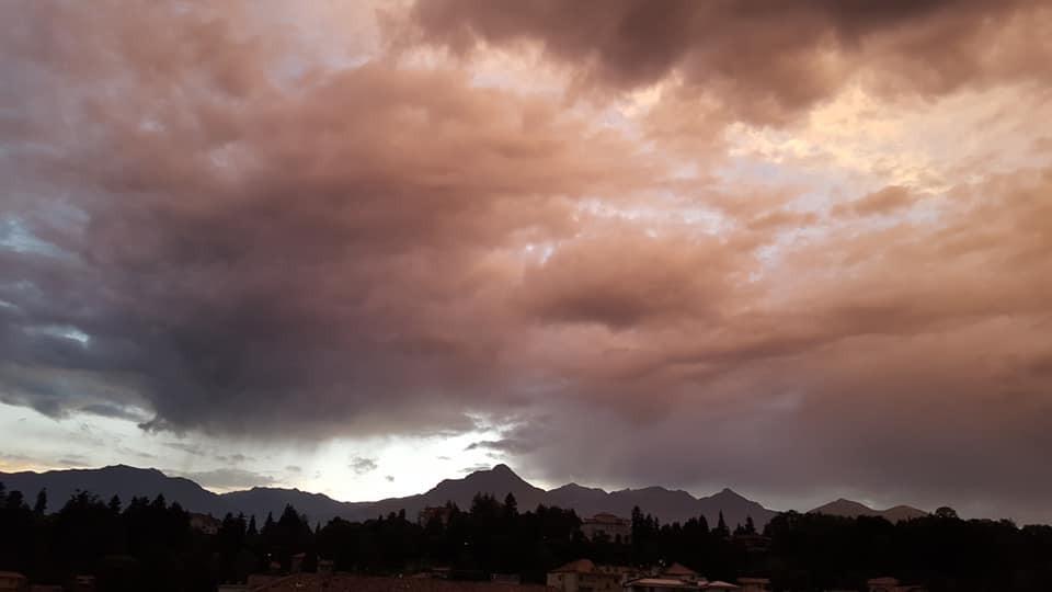 Riflessi rosa sul cielo Biellese