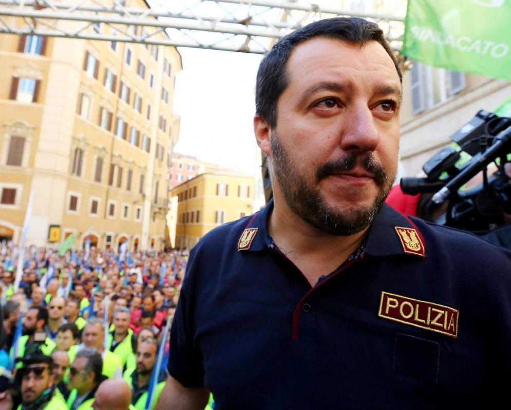 Matteo Salvini a un sit in delle Forze di Polizia