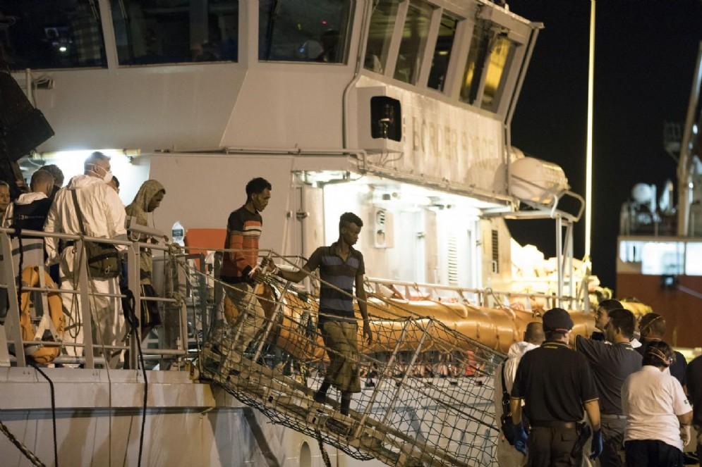 I migranti sbarcati a Pozzallo lo scorso 16 luglio