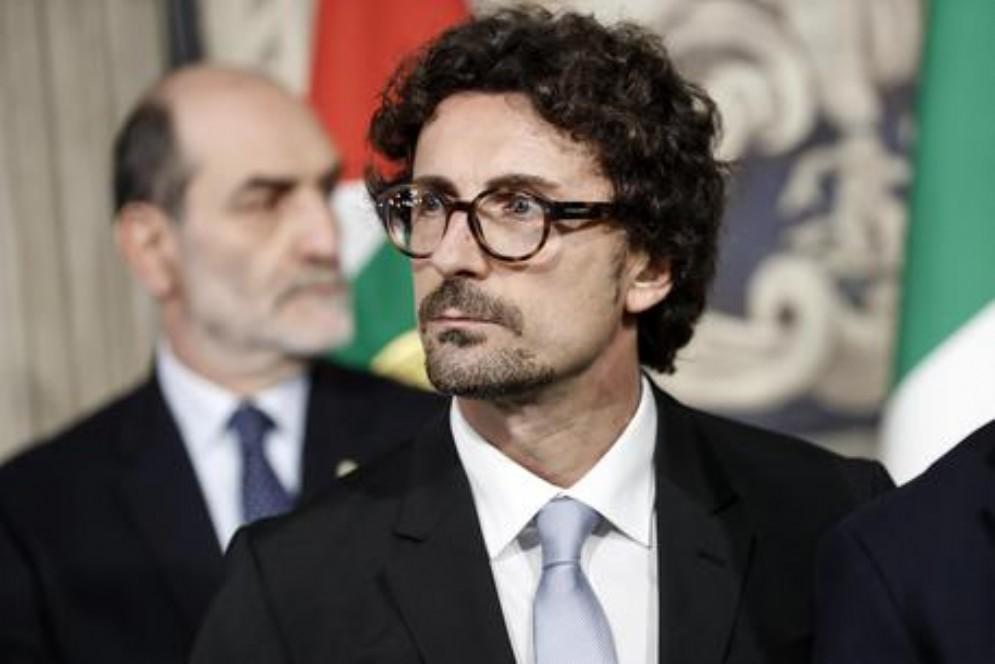 Toninelli cambia idea, il dietrofront del ministro: «Tav? No all'avanzamento dell'opera»
