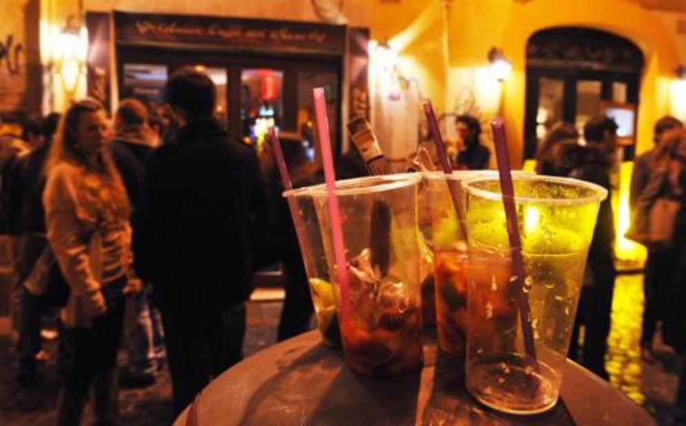 Torino, picchiato dal branco «perché gay»: 19enne preso a calci e pugni a San Salvario