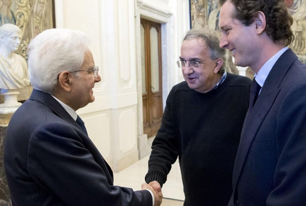 La stretta di mano tra Sergio Marchionne e il presidente della Repubblica Sergio Mattarella