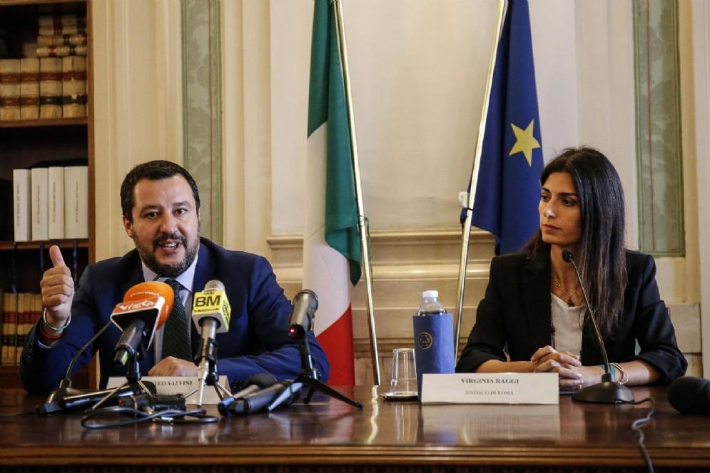 Matteo Salvini e Virginia Raggi al termine dell'incontro al ministero dell'Interno, Roma, 25 luglio 2018
