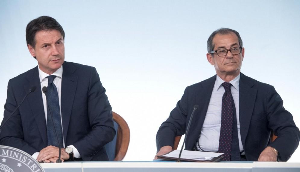 Il presidente del Consiglio, Giuseppe Conte e il ministro dell'Economia e delle Finanze, Giovanni Tria