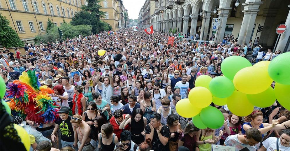 Omosessuale aggredito a San Salvario, Torino dice «basta»: domenica presidio anti violenza