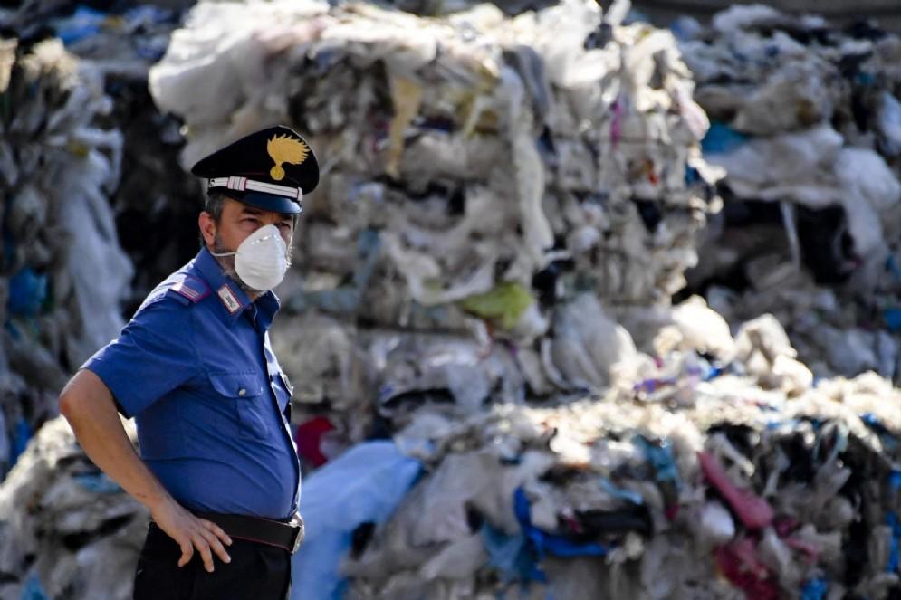 Una ditta di stoccaggio e smaltimento di rifiuti provenienti da raccolta differenziata