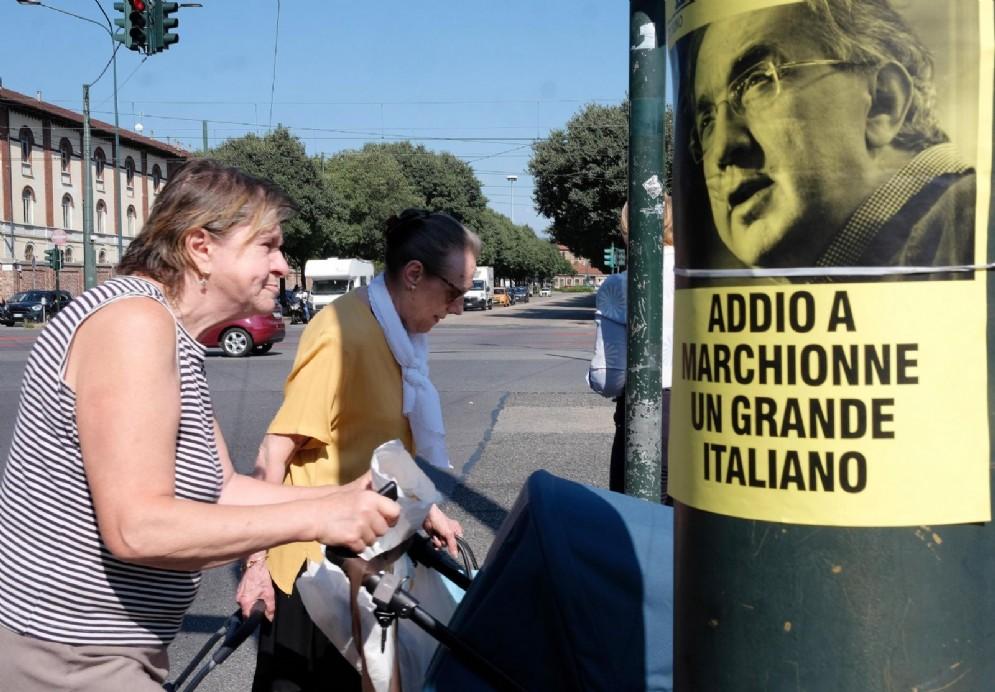 Una locandina dedicata a Sergio Marchionne in corso Unione Sovietica a Torino