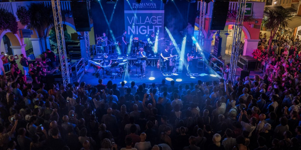 'Village Night' al Palmanova Outlet Village il concerto di Roberto Vecchioni