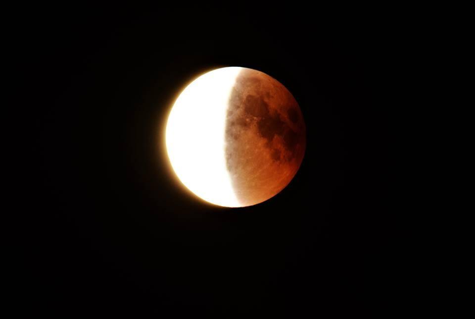 L'eclissi di Luna 'raccontata' dall'obiettivo di Renato Pontarini