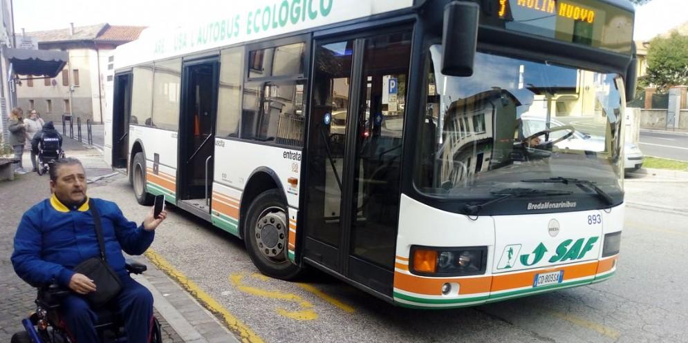 Fermate dei bus non adatte ai disabili: sollecitata la Regione