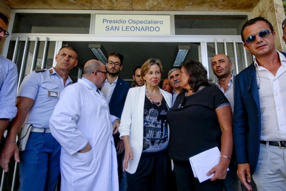 Il ministro della Salute, Giulia Grillo durante la visita all'ospedale di Castellammare di Stabia ( Napoli), 11 luglio 2018