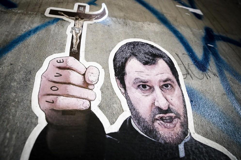 Un murales che ritrae Matteo Salvini in tonaca da prete. Roma, 28 luglio 2018