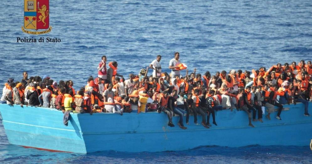 Uno sbarco di migranti a Pozzallo