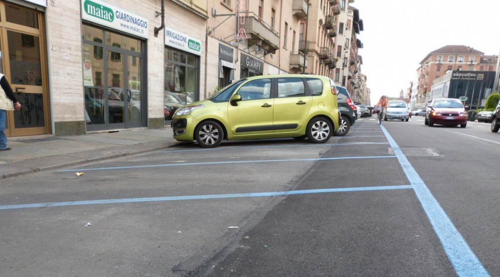 Sosta a pagamento sospesa nelle strisce blu: dal 13 al 24 agosto si parcheggia senza pagare