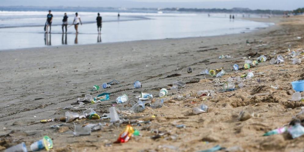 Ministero dell'Ambiente: al via la campagna per eliminare la plastica dalle spiagge