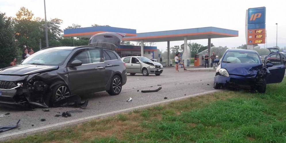 Basiliano, scontro tra 4 auto sulla provinciale