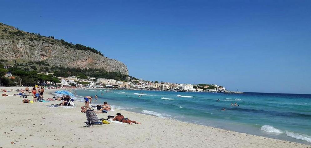 La spiaggia di Mondello, a Palermo
