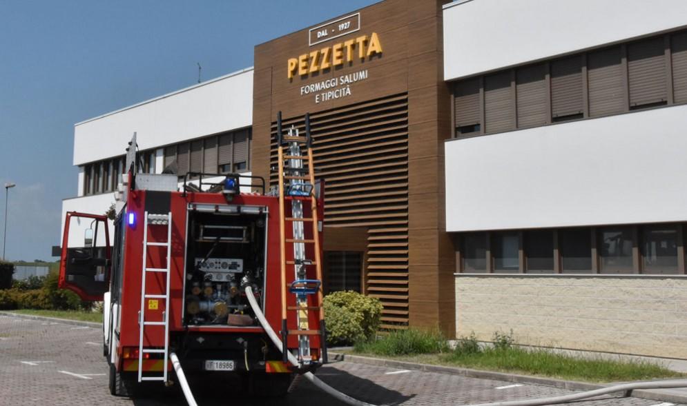 Incendio alla Pezzetta di Fagagna: al lavoro i vigili del fuoco