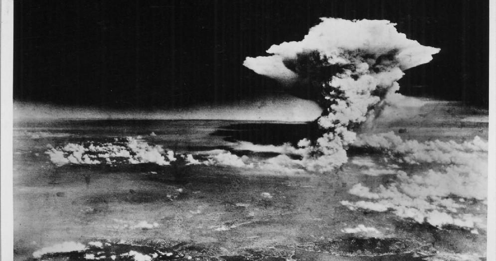 Il fungo atomico della bomba nucleare sganciata su Hiroshima, in Giappone, il 6 agosto 1945
