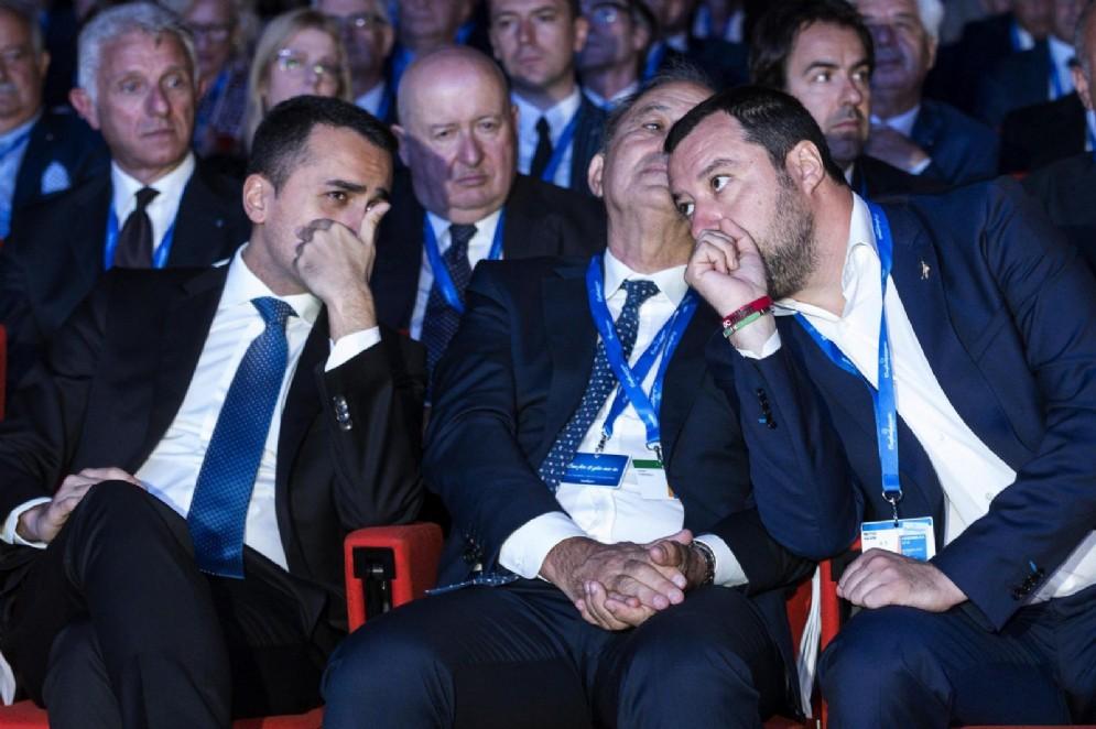 Il vicepremier e ministro del Lavoro e dello Sviluppo economico Luigi Di Maio con il ministro dell'Interno e vicepremier Matteo Salvini