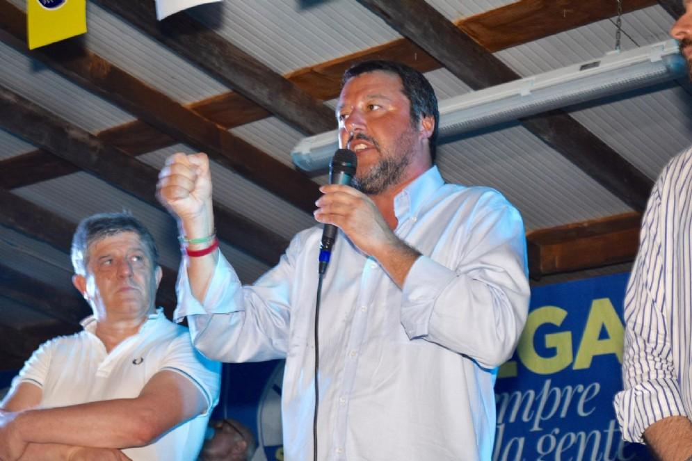 Il leader della Lega, Matteo Salvini, dal palco della festa della Lega Nord Piemonte a Capriata d'Orba, nell'alessandrino